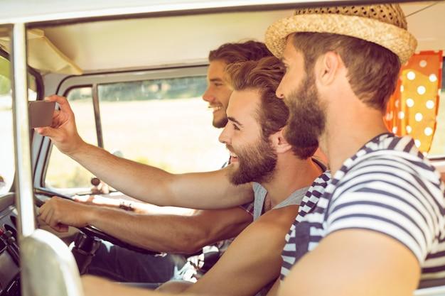 Hipster przyjaciół na podróż