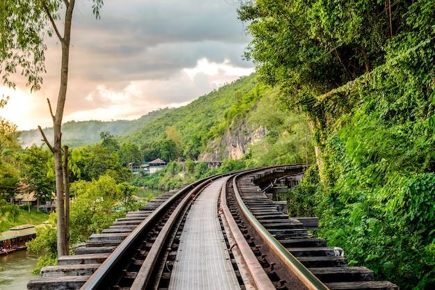 Historia drewna kolejowego ii wojna światowa znana w kanchanaburi