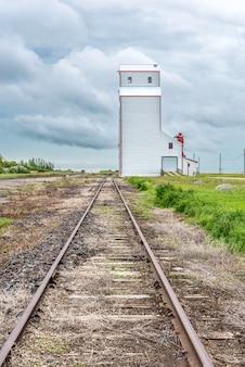 Historyczna zbożowa winda w saskatchewan, kanada