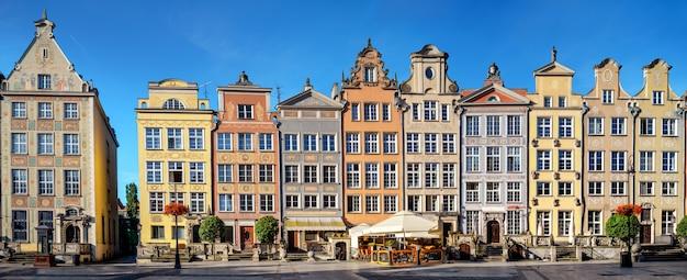 Historyczne domy w centrum starego miasta w gdańsku