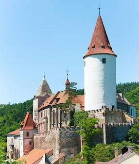 Historyczny średniowieczny zamek krivoklat w czechach, środkowe czechy, niedaleko pragi