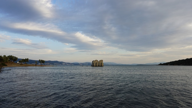 Historyczny zamek na morzu