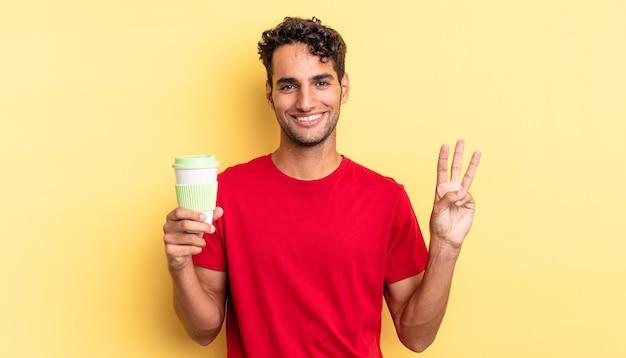 Hiszpanie przystojny mężczyzna uśmiechnięty i przyjazny, pokazując numer trzy. koncepcja kawy na wynos