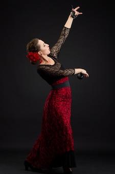 Hiszpanka tańczy flamenco