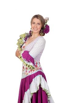 Hiszpańska dziewczyna ubierał w tradycyjny kostiumowy andaluzyjskim odosobnionym na białym tle