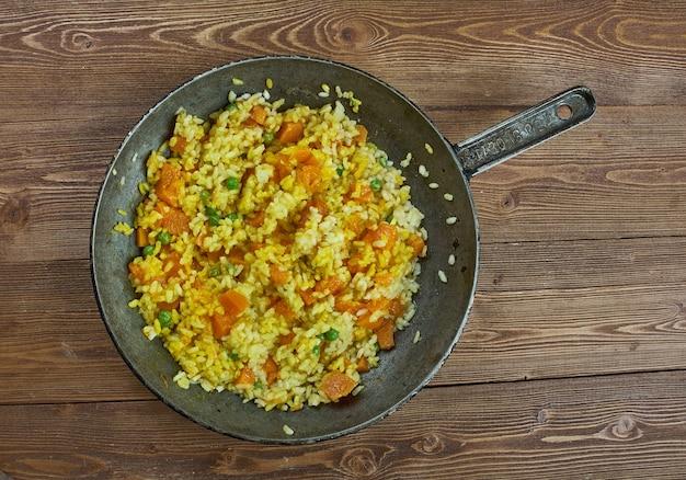 Hiszpańska wegetariańska paella z dyni, z bliska
