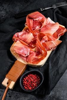 Hiszpański jamon serrano, szynka.