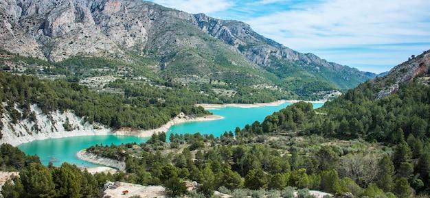 Hiszpański krajobraz: guadalest, alicante.