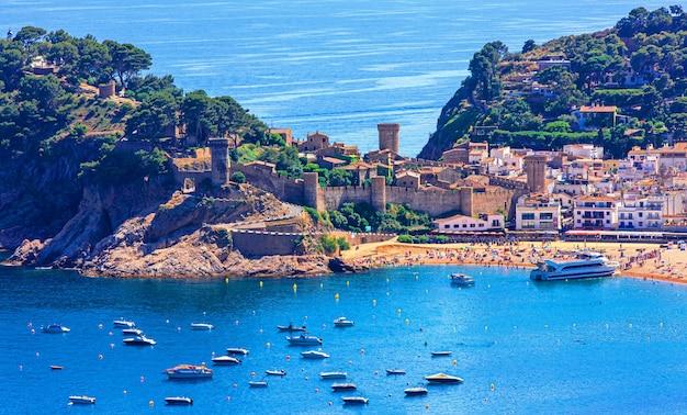 Hiszpański krajobraz zamek tossa de mar, popularne miejsce