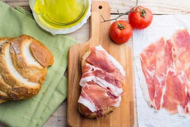 Hiszpański śniadanie chleb i dżem
