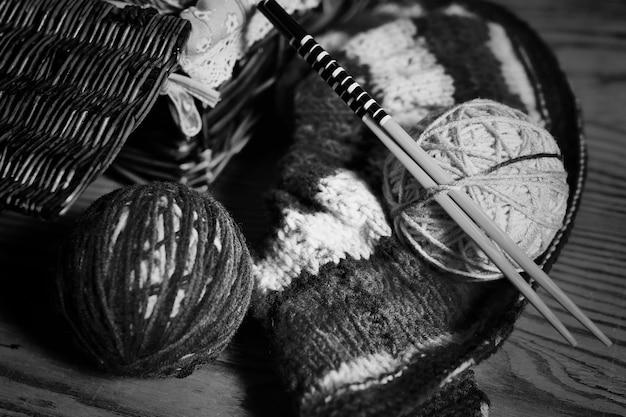 Hobby czarno-biała wełna kulkowa