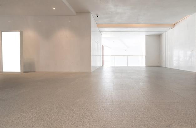 Hol wejściowy i pusta płytka podłogowa, przestrzeń wewnętrzna