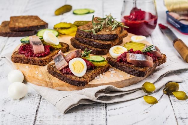 Holenderska kanapka smorrebrod