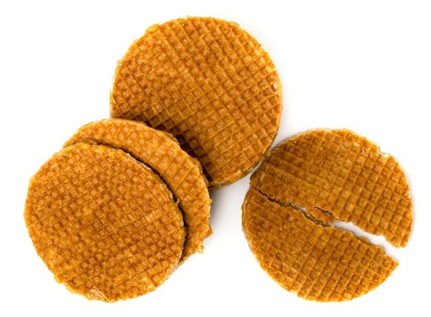Holenderskie gofry i wafle przełamane na pół na biało. widok z góry.