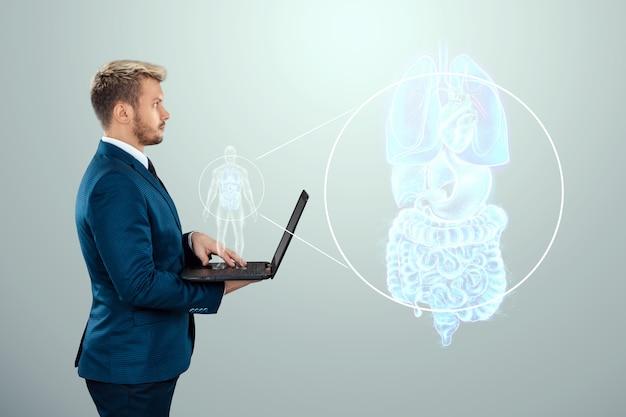 Holograficzna projekcja scannin. narządy wewnętrzne osoby, prześwietlenie w telefonie.