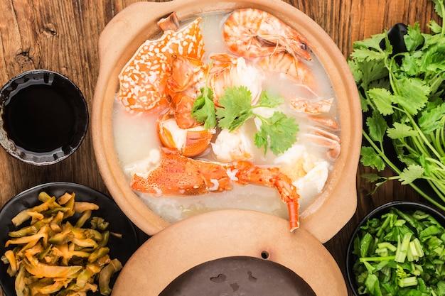 Homar Congee Z Owocami Morza W Zapiekance Premium Zdjęcia