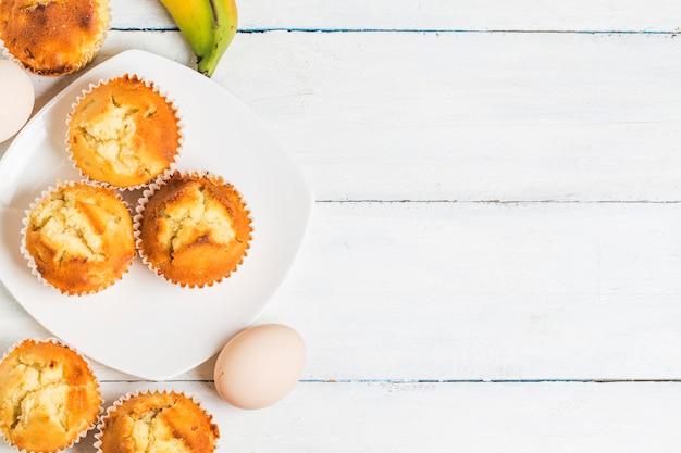 Homemade banana nut muffins gotowy do spożycia