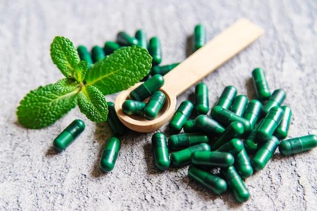 Homeopatia herbs.ziołowe środki uspokajające. selektywne skupienie.tekstury obiektów medycznych