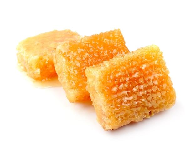 Honeycomb z bliska na białym