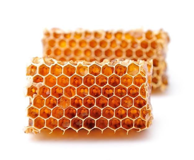 Honeycomb zbliżenie na białym tle.
