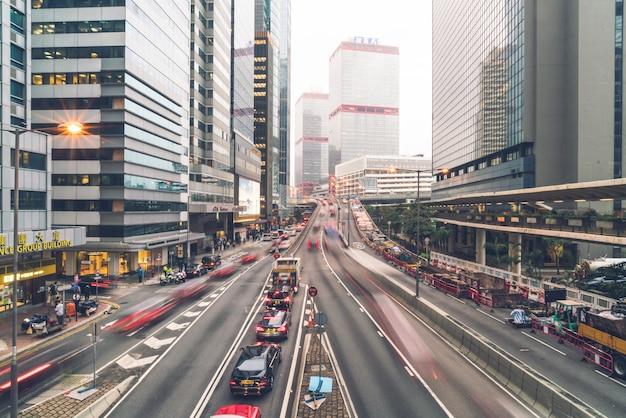 Hongkong - 21 lutego 2019: widok z budynków biurowych i handlowych w centralnej części hongkongu.