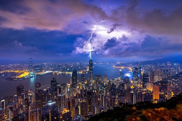 Hongkong nocą ze szczytu wiktorii.