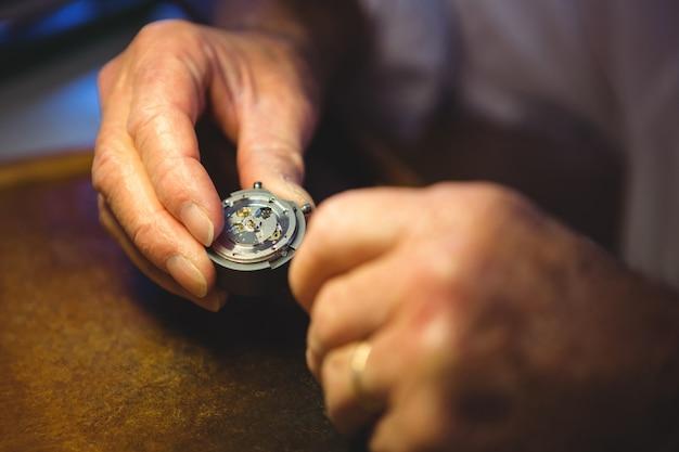Horolog bada część zegara