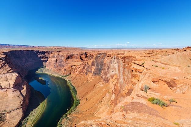 Horseshoe bend w pobliżu page, utah, usa. piękne niezwykłe amerykańskie krajobrazy.