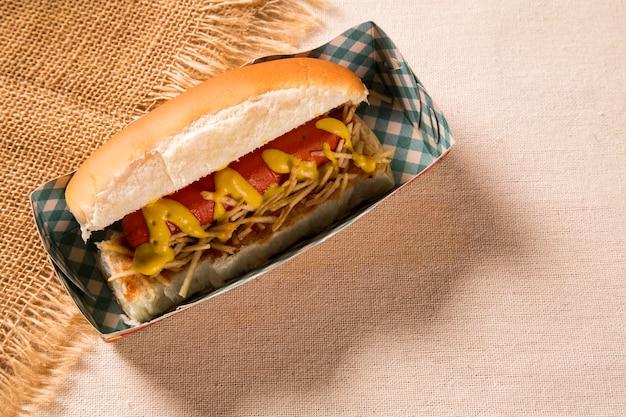 Hot dog. tabela brazylijskiego festa junina
