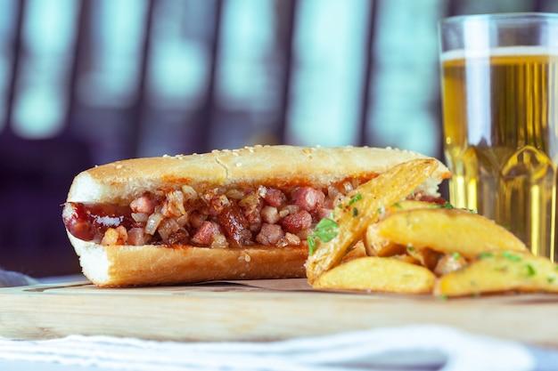 Hot dog z ziemniakami
