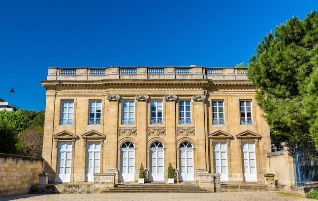 Hotel de poissac, zabytkowe budynki w bordeaux we francji.