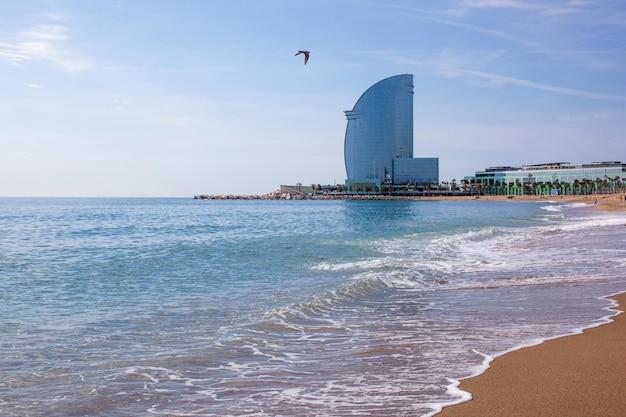 Hotel w barcelona na plaży barceloneta w hiszpanii