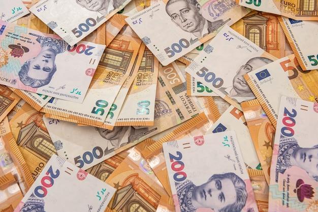 Hrivna i euro rachunki jako tło finansowe