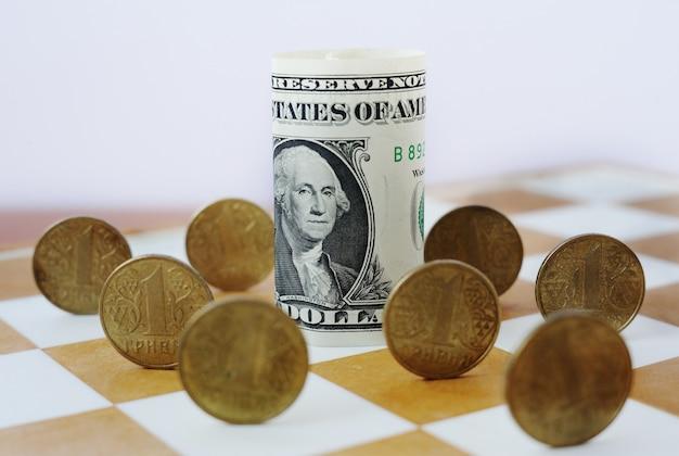 Hrywna ukraińska na szachownicy. kurs dolara