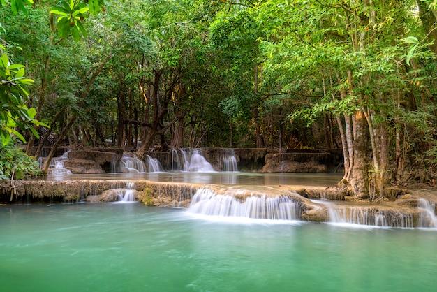 Huay mae khamin w parku narodowym khuansrinagarindra w tajlandii