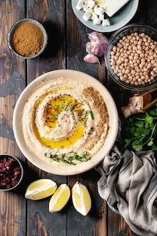 Hummus z oliwą z oliwek i kminkiem