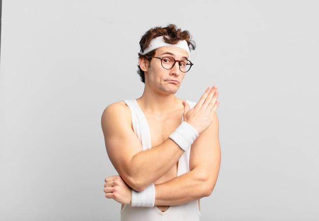Humorystyczny sportowiec czuje się zdezorientowany i nie ma pojęcia, zastanawiając się nad wątpliwym wyjaśnieniem lub myślą