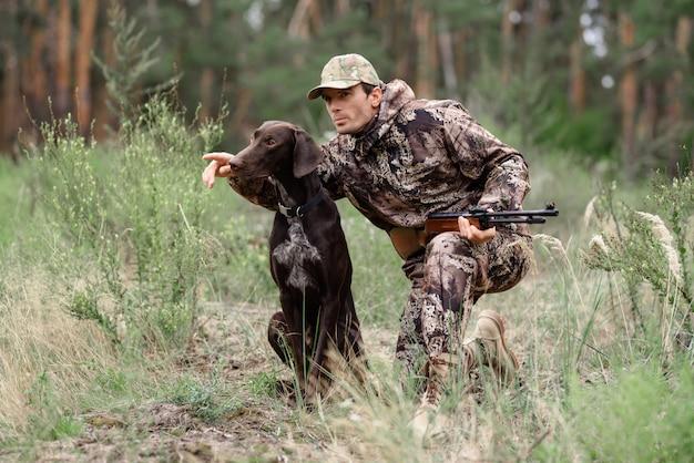 Hunter przekazuje dowodzenie clever dog animal casing.