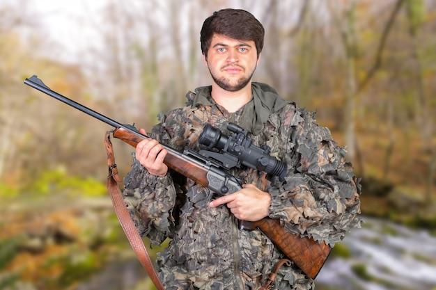 Hunter ze swoim karabinem