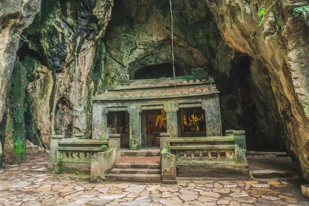Huyen khong cave z świątyniami, marmurowe góry, wietnam
