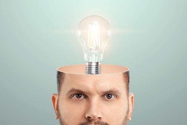 I. głowa mężczyzny, żarówka symbolizuje ideę.