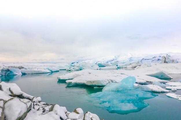 Icebergs w glacier lagoon, islandia