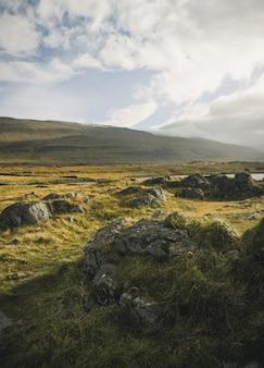 Iceland góry na słonecznym dniu