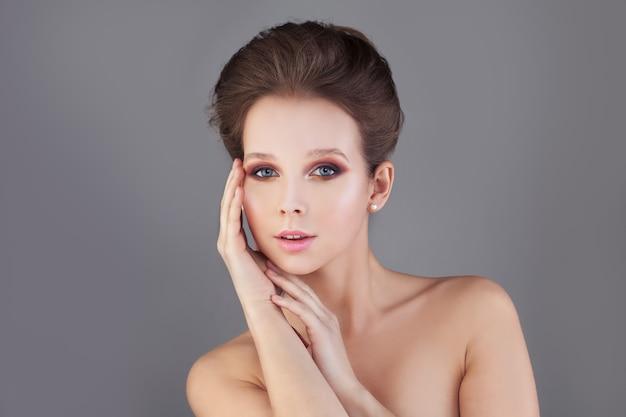 Idealna kobieta. zdrowa skóra i włosy. koncepcja spa
