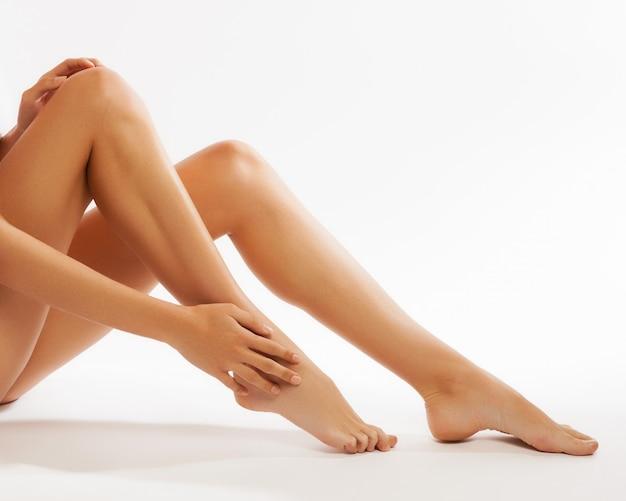 Idealne nogi kobiet, na białym tle