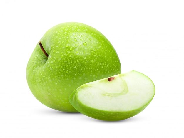 Idealne świeże zielone jabłko z kroplą wody w pełnej głębi ostrości