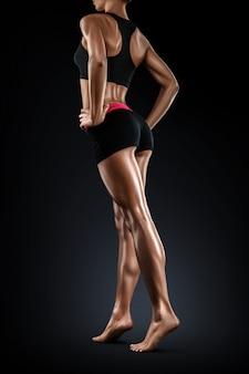 Idealnie gładkie i woskowane nogi kobiety