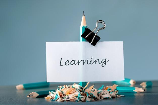 Idź do przodu i osiągaj cele. koncepcja uczenia się.