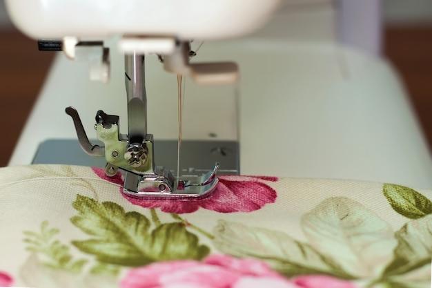 Igła i tkanina do maszyn do szycia