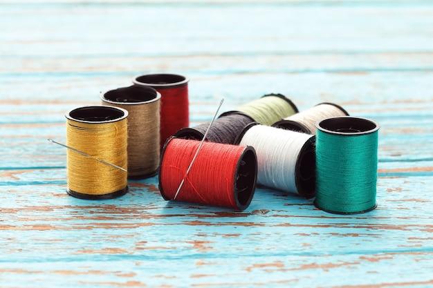 Igła kolorowe nici robótki hafty krawieckie naprawy rzemieślnicze